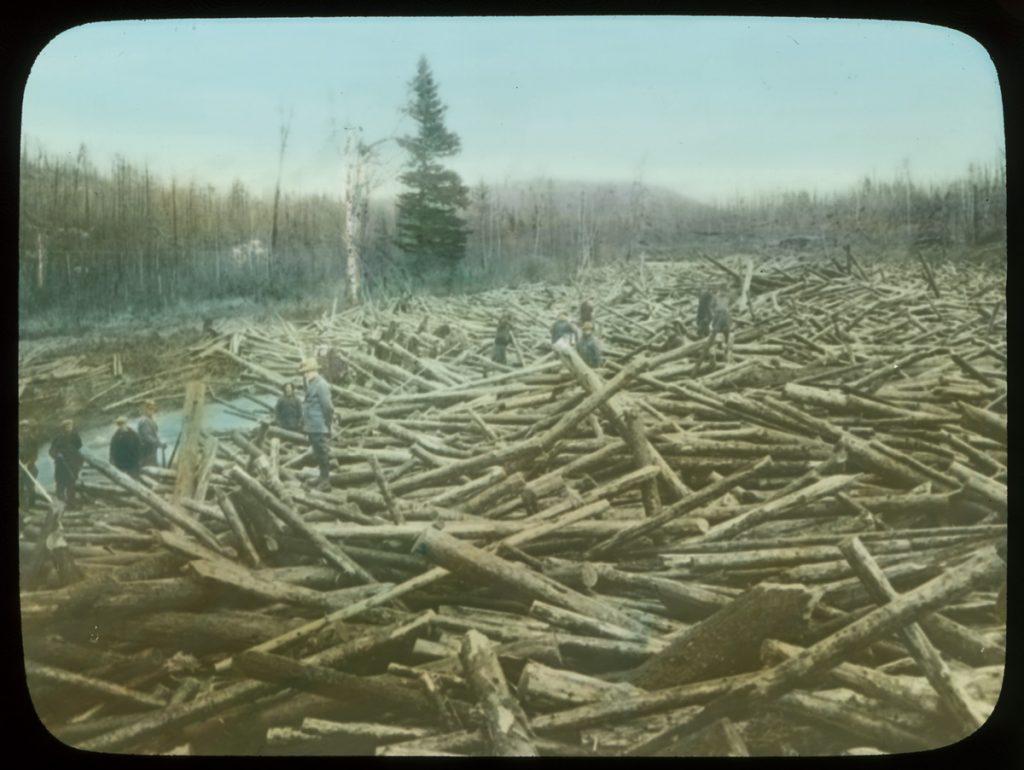 photo : Un gros embâcle sur une rivière du Québec