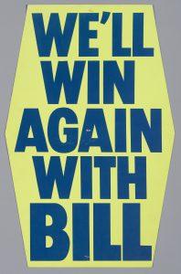 Pancarte: «We'll Win Again With Bill» («Nous gagnerons encore avec Bill»). Campagne à la chefferie du Parti progressiste-conservateur de l'Ontario