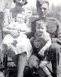 Mme Maureen Barlow avec ses parents et son frère