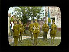 Une plaque de verre peinte pour lanterne magique du 38e bataillon du Contingent canadien