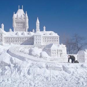 Une sculpture du Chateau Frontenac faite de neige