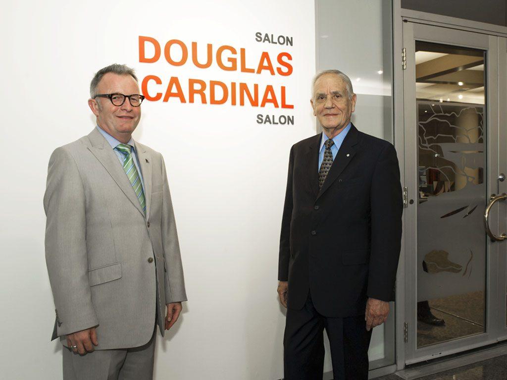 Le 9 juin 2014, le Musée canadien de l'histoire a rendu hommage à Douglas Cardinal — l'architecte ayant conçu les édifices emblématiques du Musée — à l'occasion de son 80e anniversaire, en renommant « salon Douglas-Cardinal » l'une de ses principales salles de réunions et d'activités spéciales. Musée canadien de l'histoire, IMG2014-0054-0028-Dm