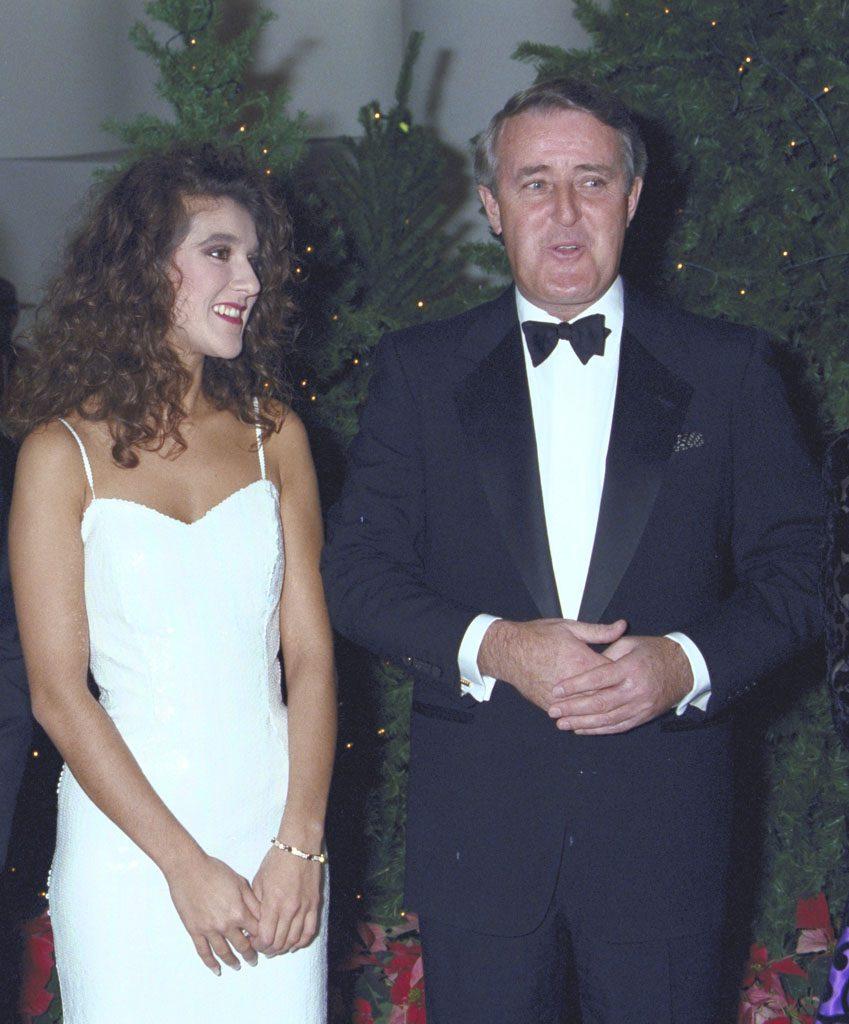 Céline Dion et Brian Mulroney, alors premier ministre du Canada, pendant le Gala pour la fibrose kystique, le 16 novembre 1989. Musée canadien de l'histoire, K91-1053