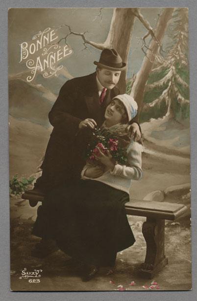 Carte postale de la France où l'on peut lire : « Bonne année et Suzy 623 ». Musée canadien de l'histoire, 2003.75.17