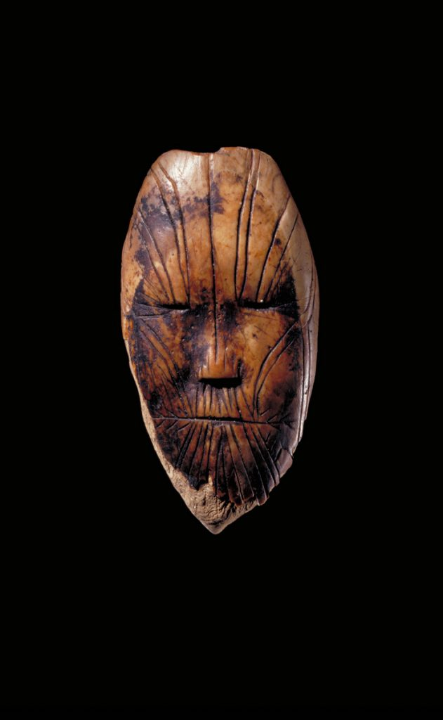 Sculpture représentant un visage humain