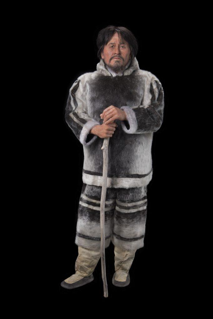 La reconstitution terminée de Nuvumiutaq, un Inuit ayant vécu dans l'Arctique canadien il y a 800 ans. Photo : Musée canadien de l'histoire