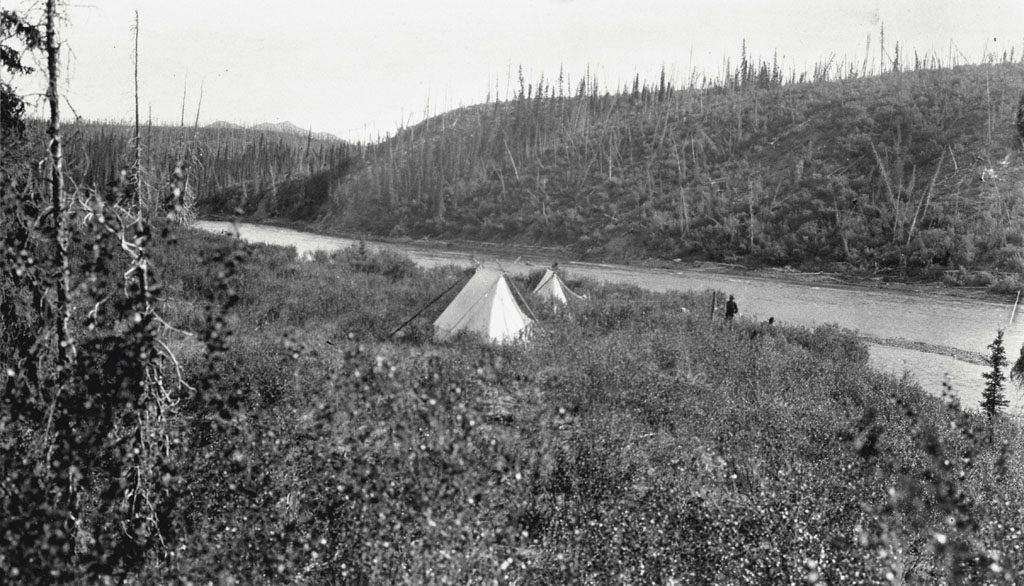 Campement près de la rivière Pelly