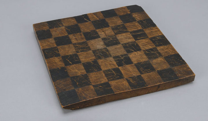 Plateau de jeu d'échecs Années 1800 Érable Musée canadien de l'histoire, 2007.22.53
