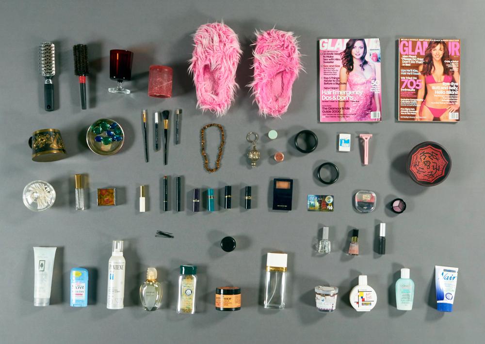 Articles de remplacement utilisés pour l'œuvre de Laila Binbrek, Miroir, miroir. Photo : Musée canadien de l'histoire