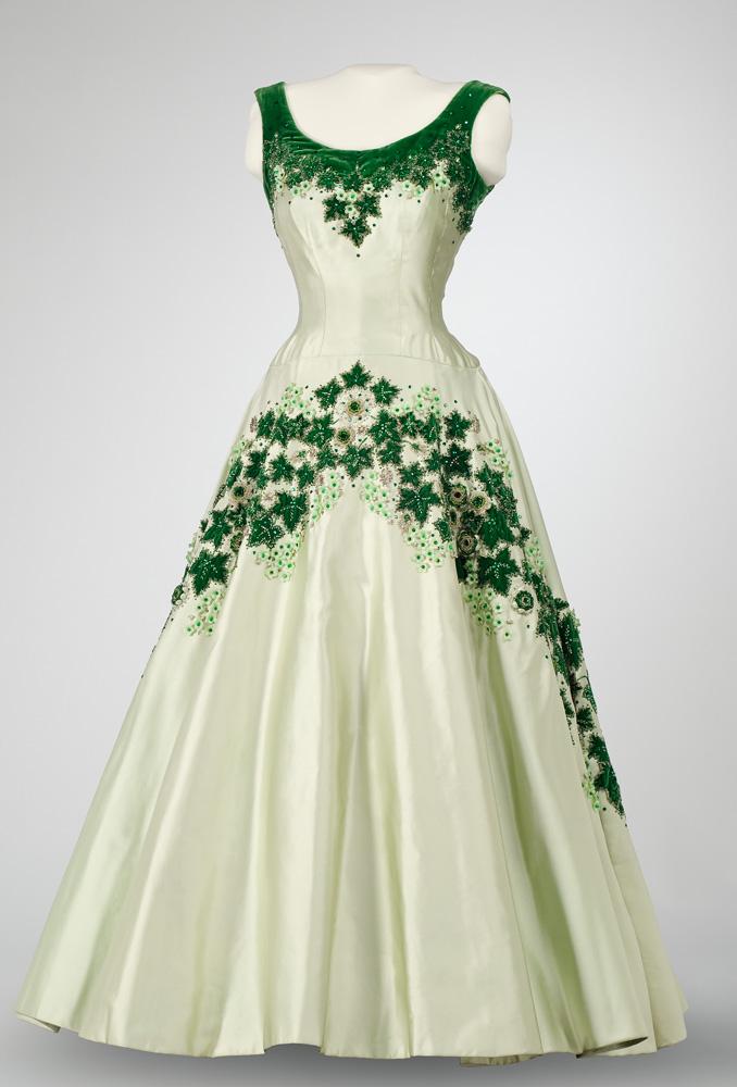 Robe de la reine Elizabeth ornée de feuilles d'érable