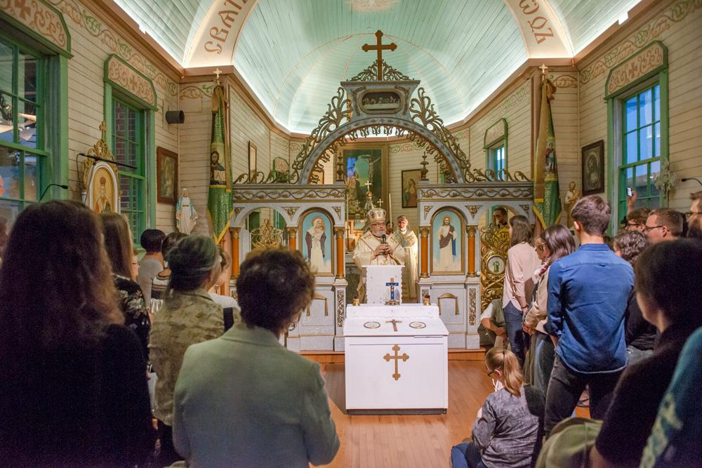 Office célébré dans l'église Saint-Onuphrius