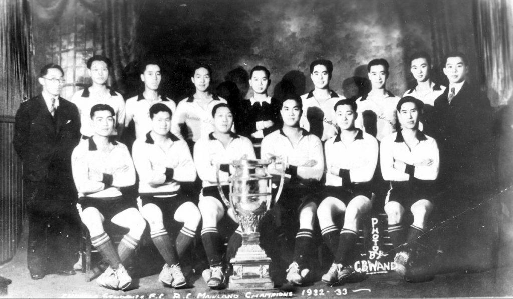 Équipe de soccer composée d'étudiants chinois