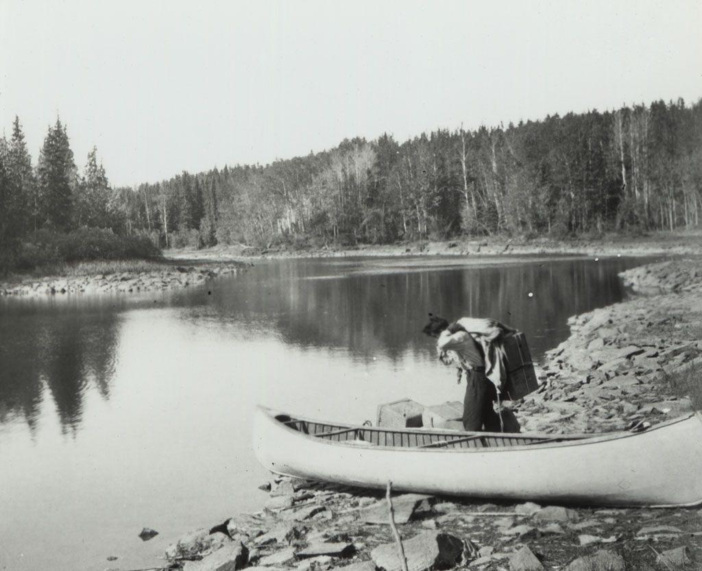 Chargement d'un canoe