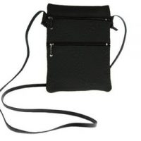 Passport Pouch Maple Leaves Black:: Pochette de passeport feuille d'