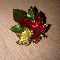 Maple leaf brooch:: Broche feuilles d'