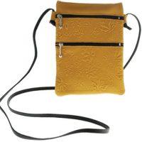 Passport Pouch Maple Leaves Tan:: Pochette de passeport feuille d'