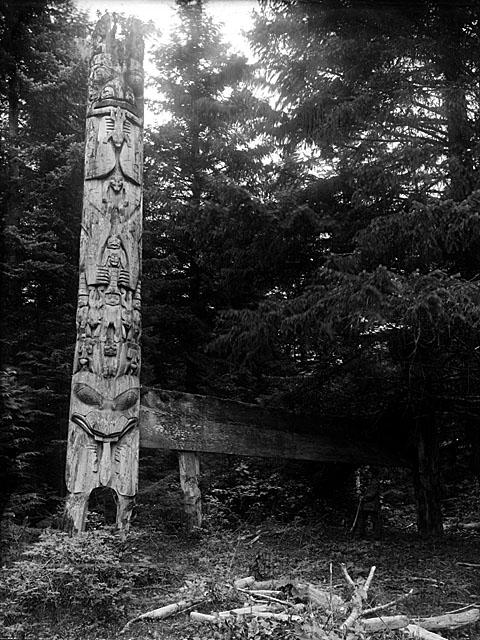 http://www.museedelhistoire.ca/cmc/exhibitions/aborig/haida/images/hvhie01b.jpg