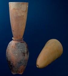 Moules à pain de sucre et pot à mélasse, XVIIIe siècle.