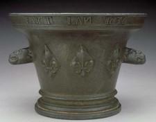 Mortier de bronze daté de 1636, retrouvé près de Parry Sound, Ontario