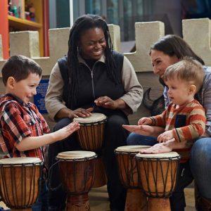 Apprenant à jouer du tambour à message