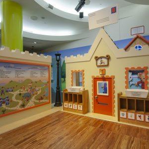 Un maison dans l'espace d'exposition de Dany le tigre