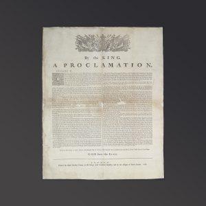 Document avec un blason et les inscriptions «By the King a Proclamation» («Par le Roi une proclamation») et «God save the King» («Dieu sauve le Roi»).