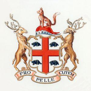 Armoiries représentant une croix rouge séparant quatre castors, accompagnée de deux élans se tenant debout sur les côtés et d'un renard positionné au-dessus
