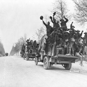 Troupes canadiennes après la prise de la crête de Vimy, en France