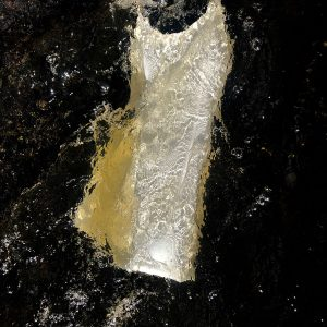 Robe blanche dans l'eau