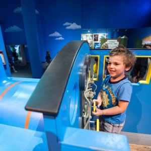 Une reproduction de Thomas à bord duquel les enfants pourront grimper